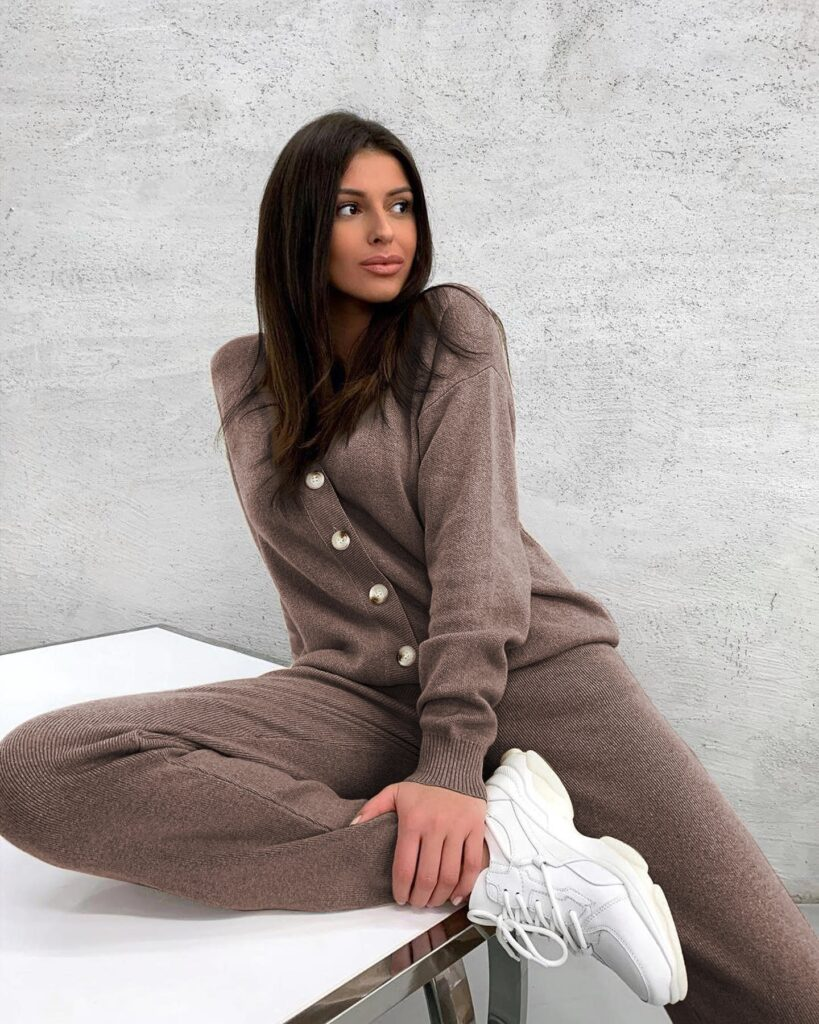 women knitted turlteneck tracksuit